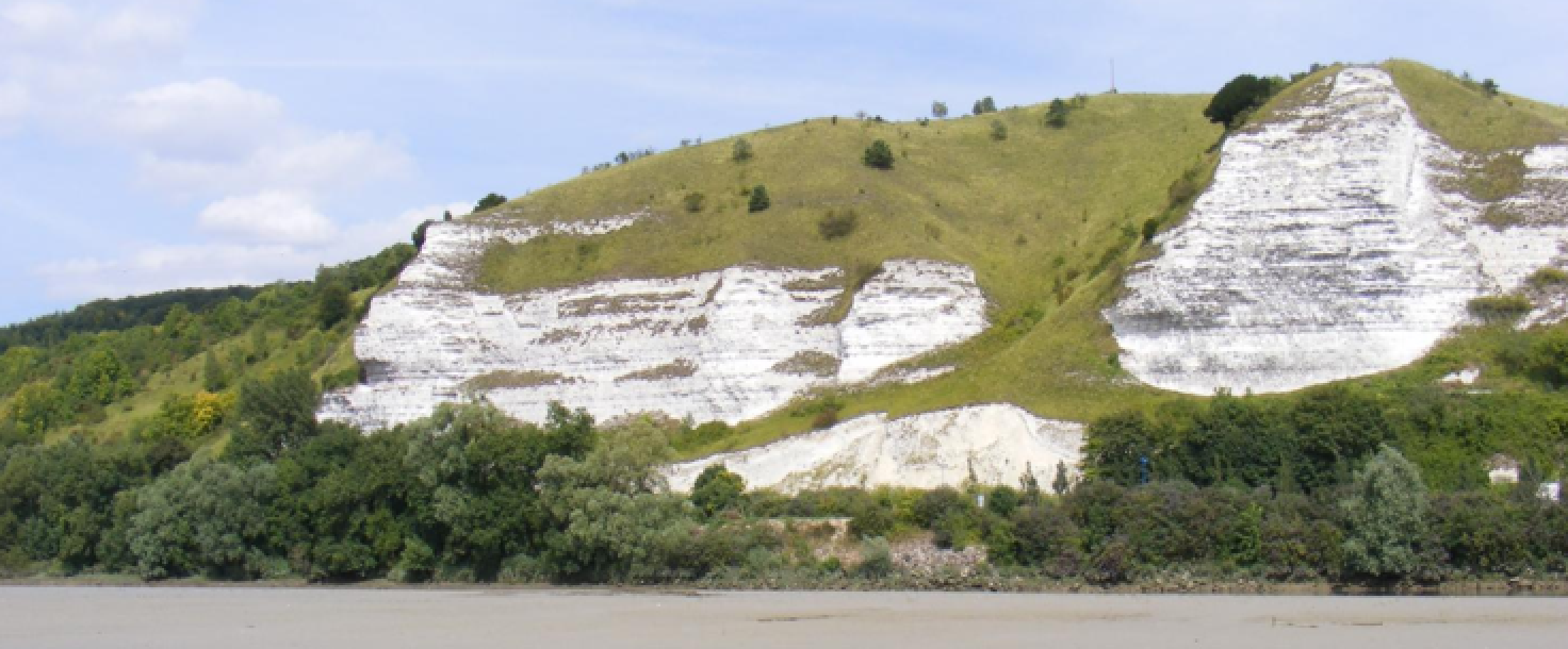 Aménagement d'un panneau pédagogique dans la fosse pédologique du coteau de Saint-Adrien (76)